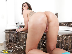 Huge thick shecocks, round tranny asses, and thirsty shemale ass-holes that begged to be stuffed.We have the gorgeous Jennifer Satine stopping by for some sweet masturbation playtime